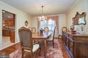 Crown molding too - 914 ROLLING HOLLY DR, GREAT FALLS