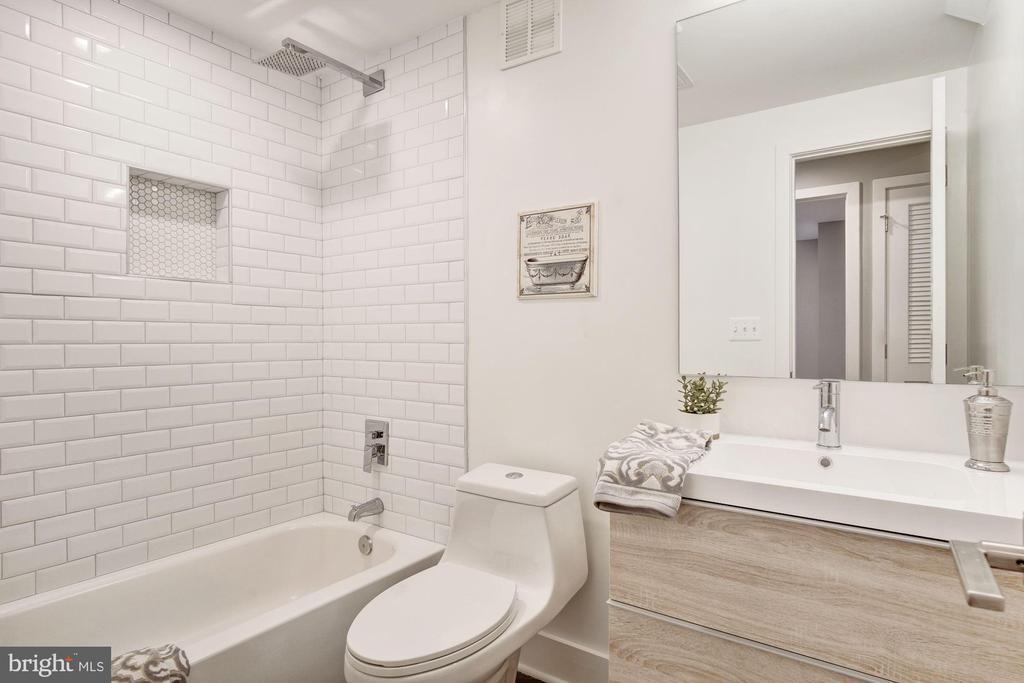Full Bath - 1838 PROVIDENCE ST NE #1, WASHINGTON