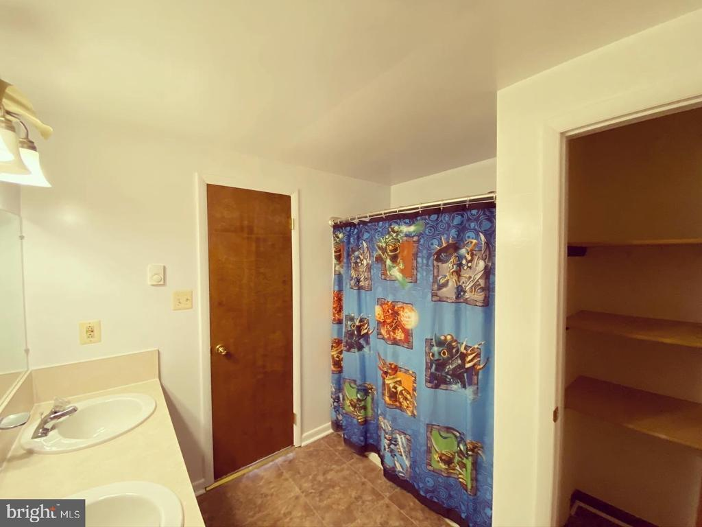 Hallway Bathroom with Linen Closet - 424 PEMBROKE WAY, CHARLES TOWN