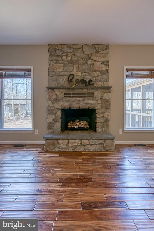 Ceiling to floor stone fireplace. - 11 LINDSEY LN, STAFFORD