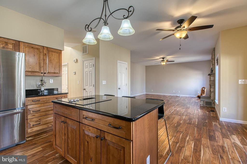Open concept kitchen/family room - 11 LINDSEY LN, STAFFORD