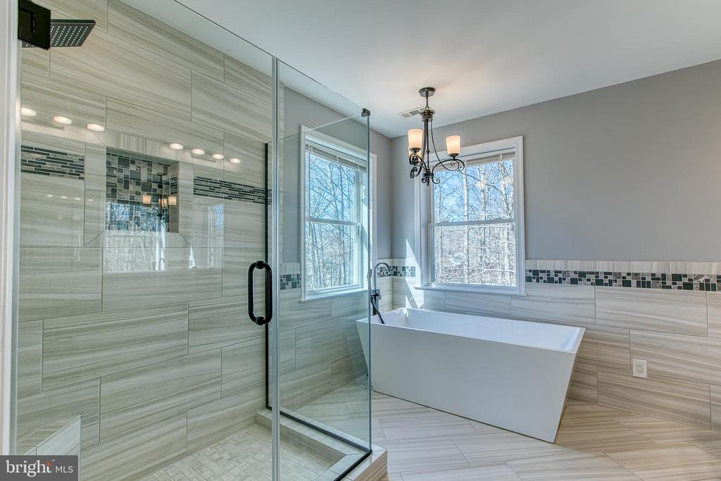 Walk-in glass shower with rain shower head - 11 LINDSEY LN, STAFFORD