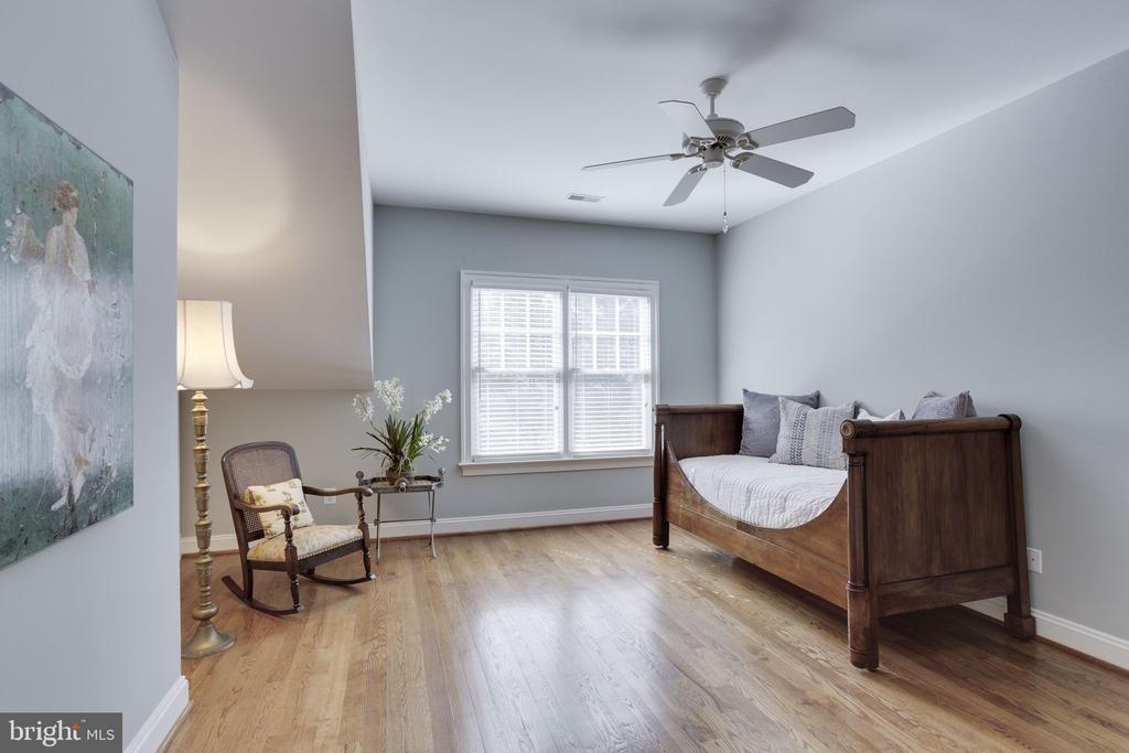 3rd Bedroom Suite - 912 PEACOCK STATION RD, MCLEAN