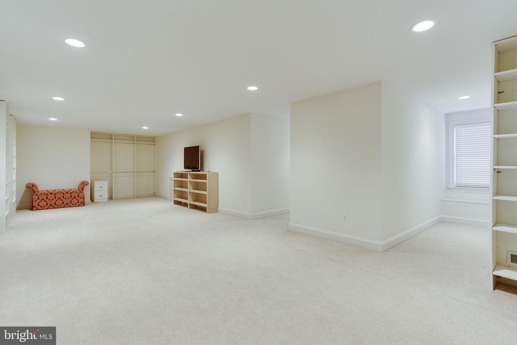 3rd Floor Bonus Room - 912 PEACOCK STATION RD, MCLEAN