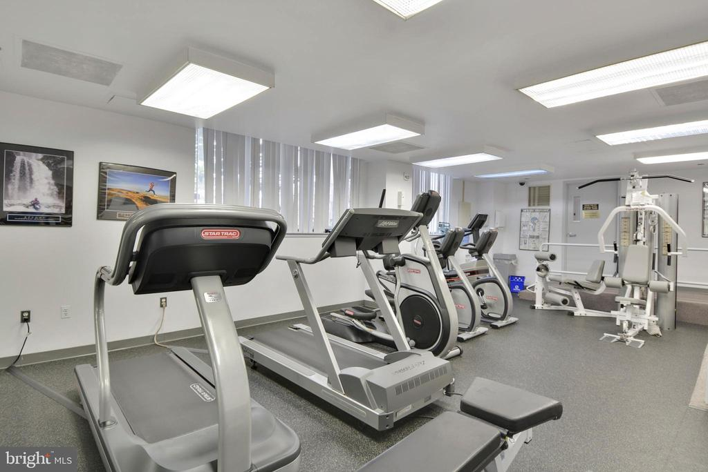 - 4550 N PARK AVE #412, CHEVY CHASE