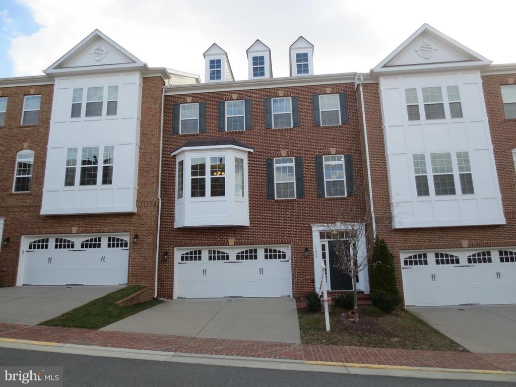 Front Entrance/door to the right~from 2-car garage - 10623 LEGACY LN, FAIRFAX