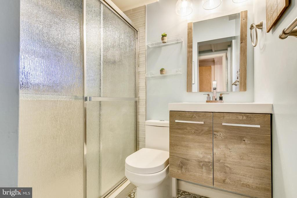 Remodeled lower level full bath - 2607 31ST ST NW, WASHINGTON