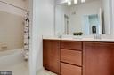 Spacious bath 2 on upper level - 44536 STEPNEY DR, ASHBURN