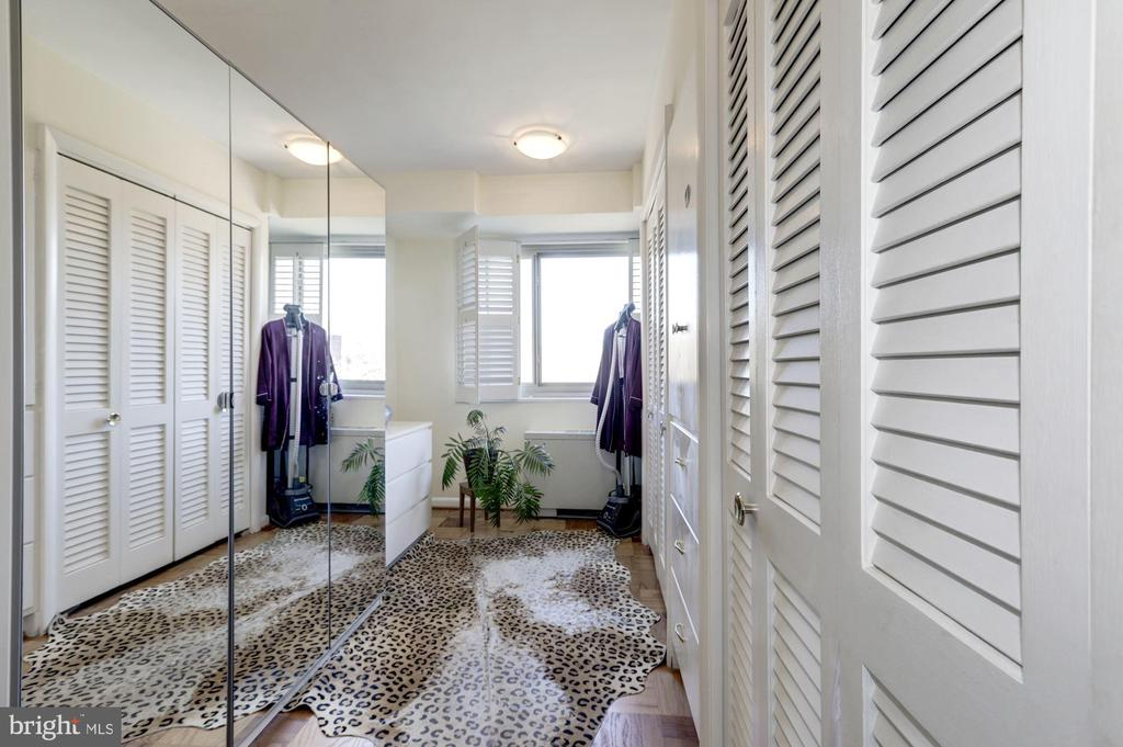 Third bedroom here used as a dressing room - 5100 DORSET AVE #505, CHEVY CHASE