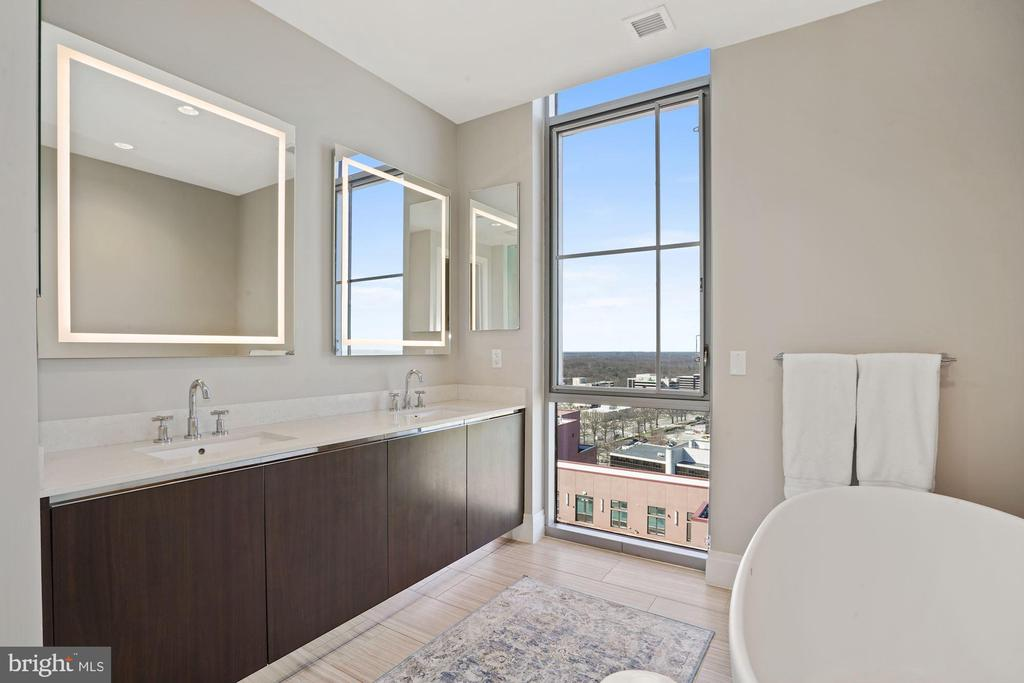 Luxurious spa bath - 930 ROSE AVE #PH2102, ROCKVILLE