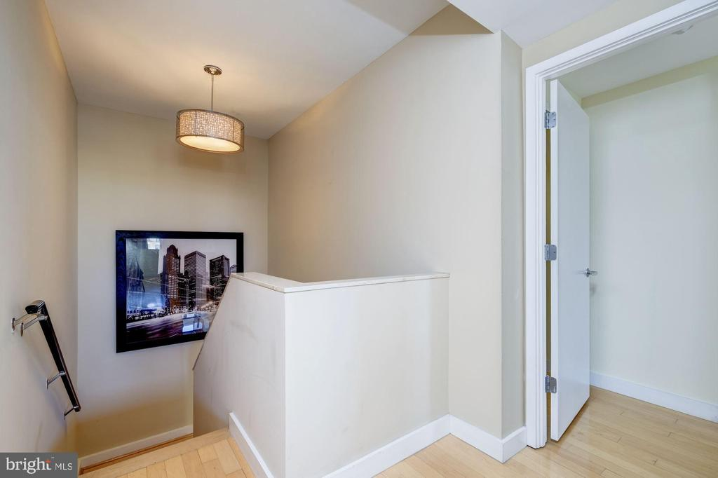 Staircase With Large Landing - 912 F ST NW #1106, WASHINGTON