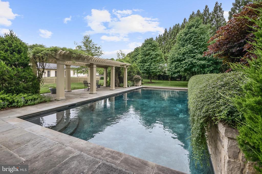 Swimming Pool and Pergola - 576 INNSBRUCK AVE, GREAT FALLS
