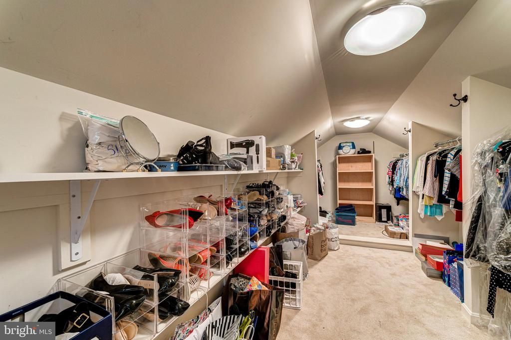 One MBR closet - 7804 WINDY POINT CT, SPRINGFIELD
