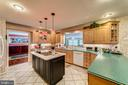 A kitchen for the most discerning cook - 7804 WINDY POINT CT, SPRINGFIELD