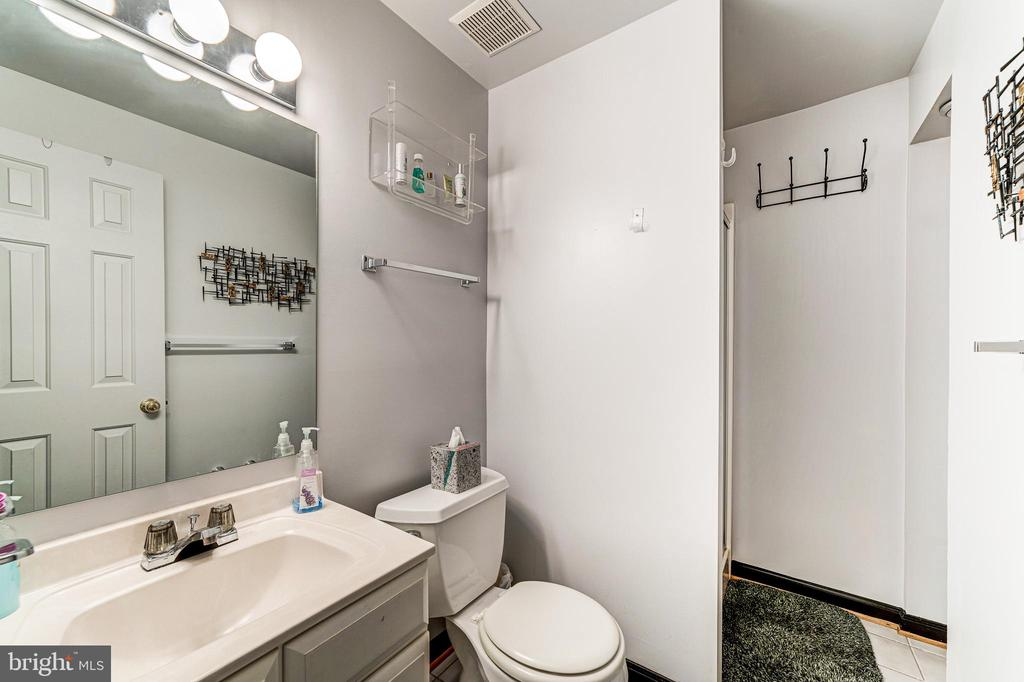 Lower level full bath - 7804 WINDY POINT CT, SPRINGFIELD