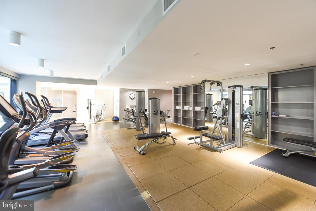 Fitness room looks onto central courtyard - 925 H ST NW #707, WASHINGTON