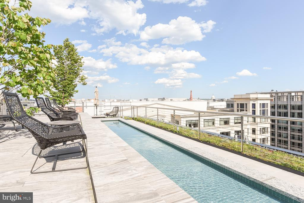 Green rooftop with wading pool and lounges - 925 H ST NW #707, WASHINGTON