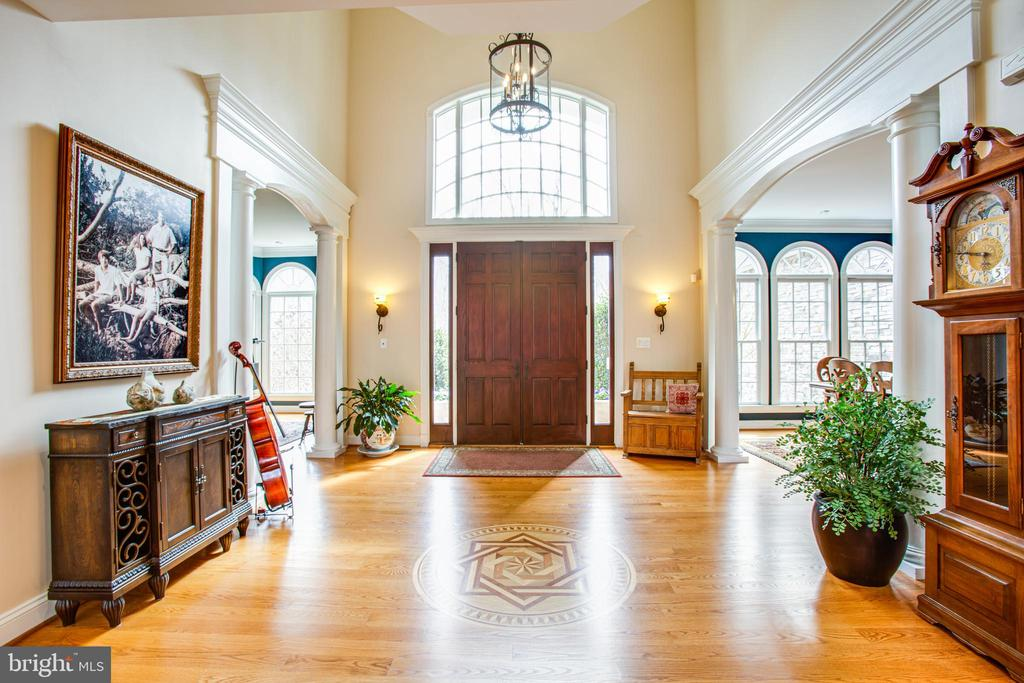 Entry way has living & dining rooms on either side - 10408 LAUREL RIDGE WAY, FREDERICKSBURG
