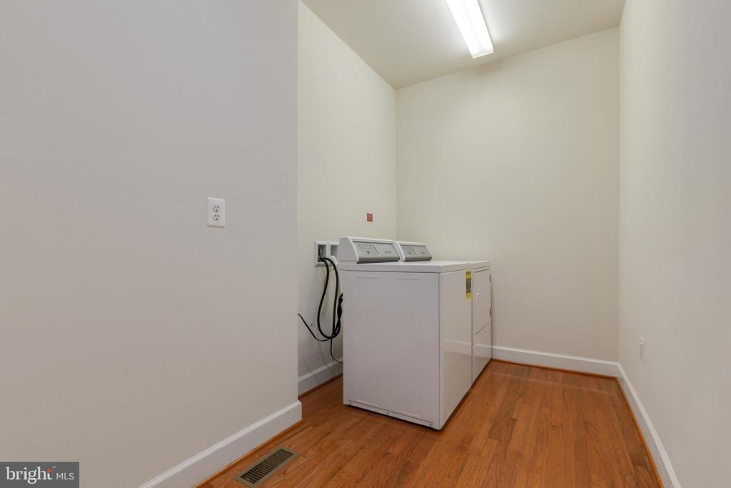 Laundry or Mud Room At Garage Entry - 15879 FROST LEAF LN, LEESBURG