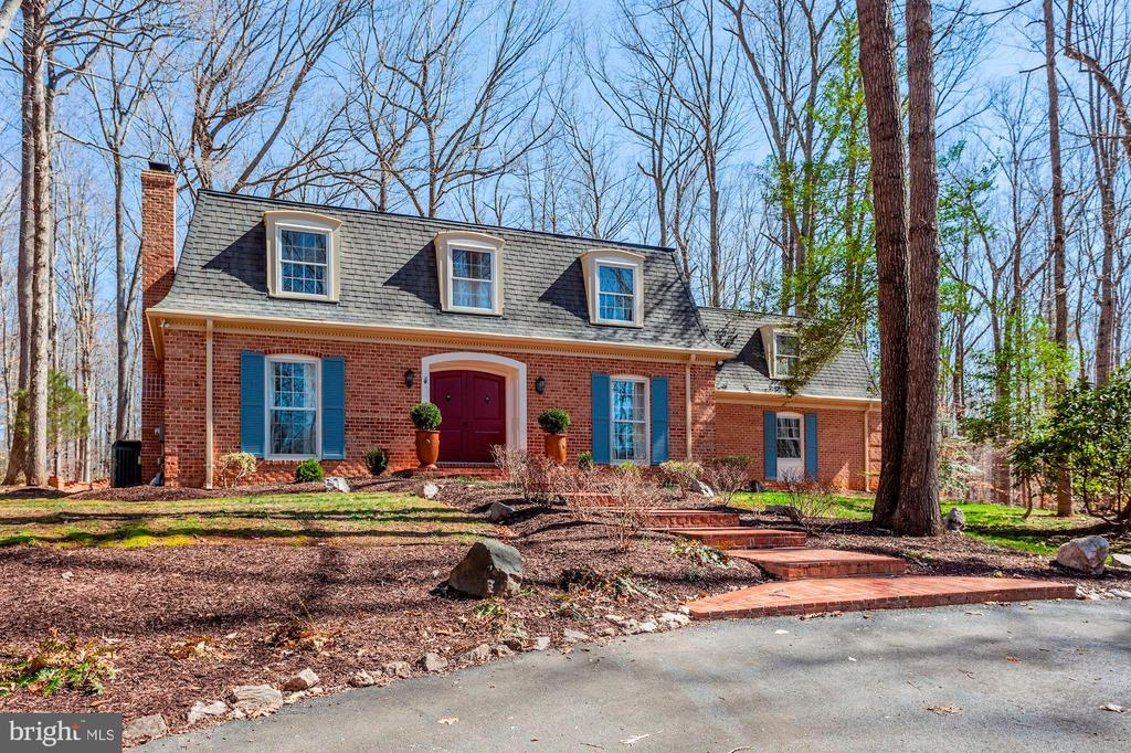 Beautiful all-brick colonial with Mansard roof. - 11726 WINTERWAY LN, FAIRFAX STATION