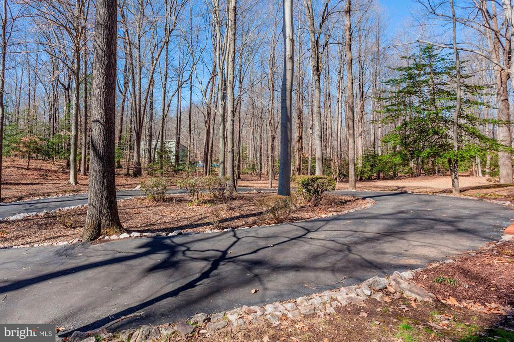 Five gorgeous acres of wooded land. - 11726 WINTERWAY LN, FAIRFAX STATION