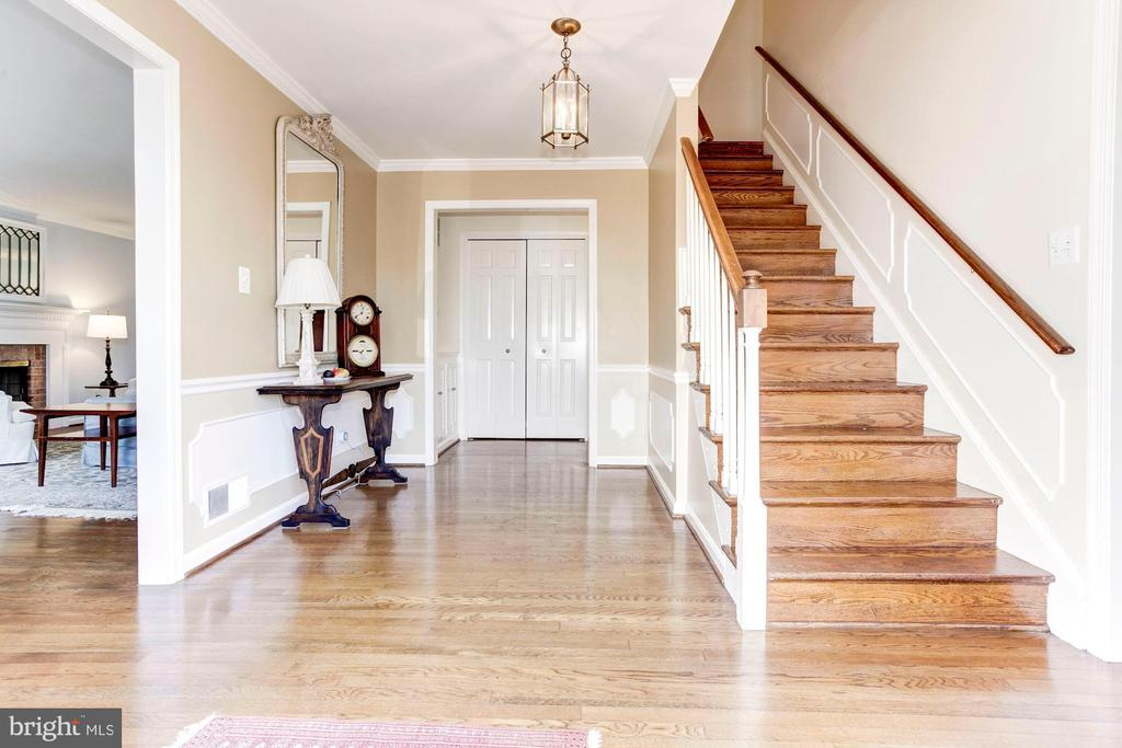 The center hallway. - 11726 WINTERWAY LN, FAIRFAX STATION
