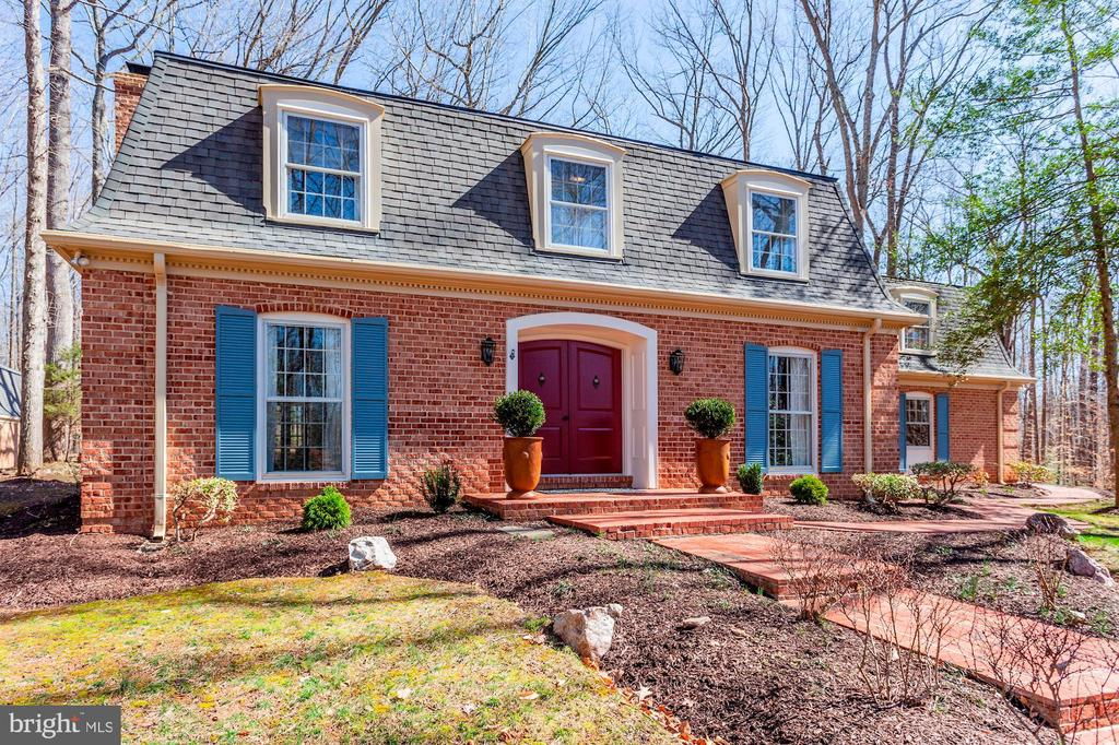 Owners have taken loving care of this home. - 11726 WINTERWAY LN, FAIRFAX STATION