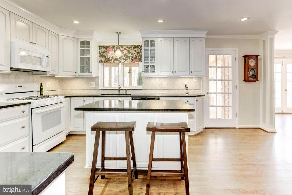 The renovated kitchen. - 11726 WINTERWAY LN, FAIRFAX STATION
