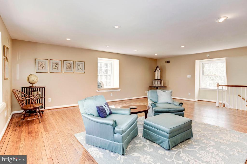 The second floor guest suite has a separate stair. - 11726 WINTERWAY LN, FAIRFAX STATION