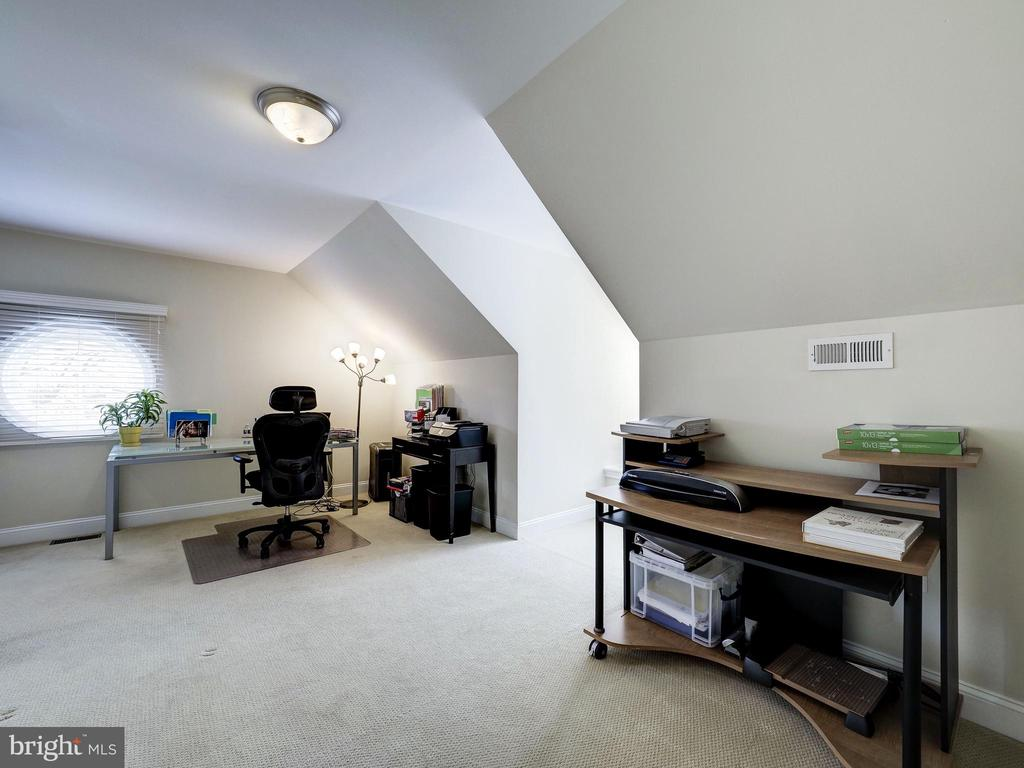 Top Level Office - 7612 EXETER RD, BETHESDA
