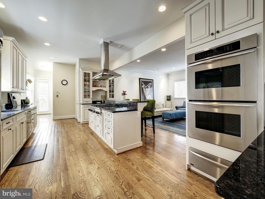 Kitchen - 7612 EXETER RD, BETHESDA