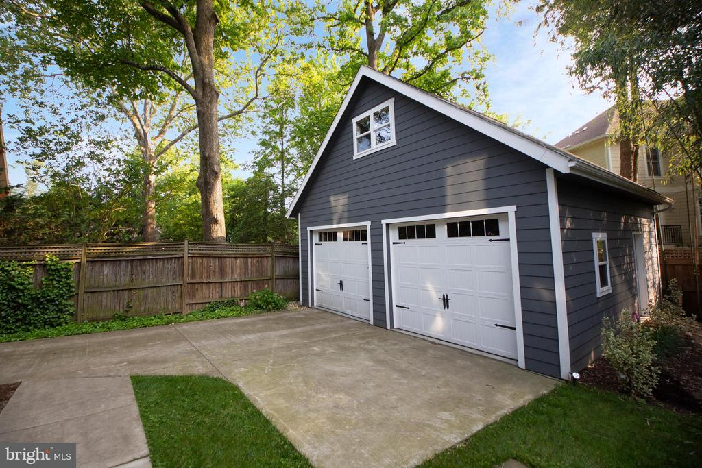 Back parking and detached garage - 3006 N TUCKAHOE ST, ARLINGTON