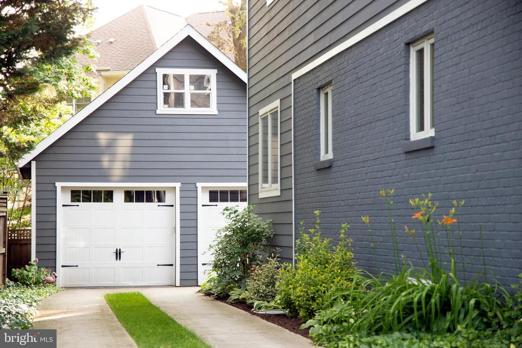 Rear garage - 3006 N TUCKAHOE ST, ARLINGTON
