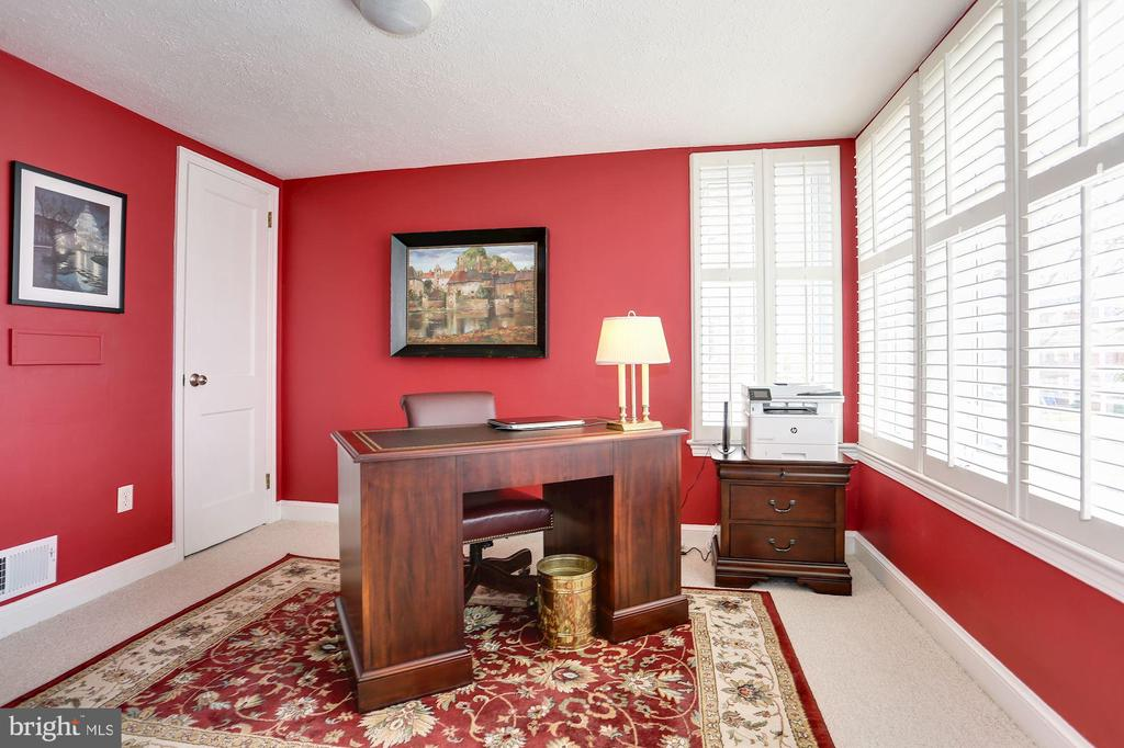 Main Floor Bedroom - 2625 N QUANTICO ST, ARLINGTON
