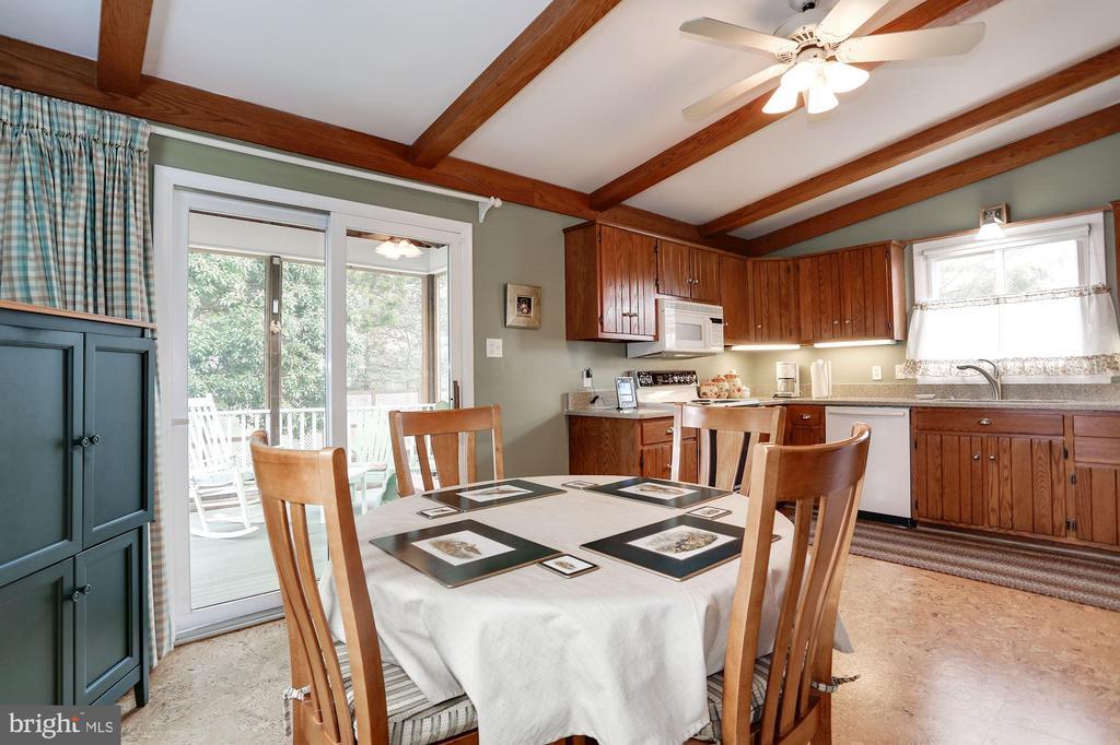 Large Kitchen with Flexible Space - 2625 N QUANTICO ST, ARLINGTON