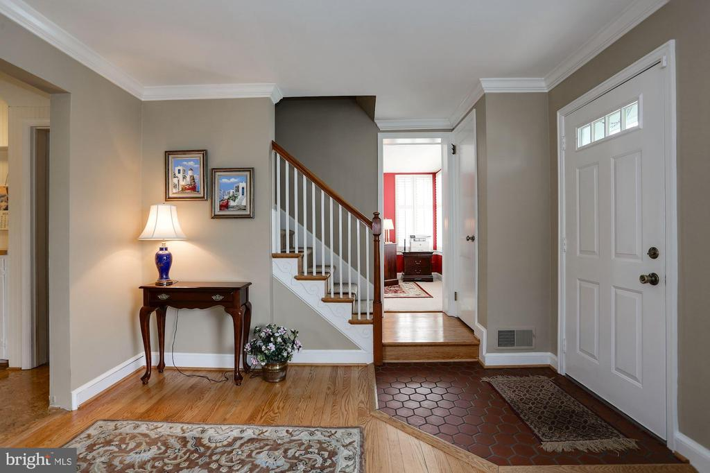 Main Entrance/Foyer - 2625 N QUANTICO ST, ARLINGTON
