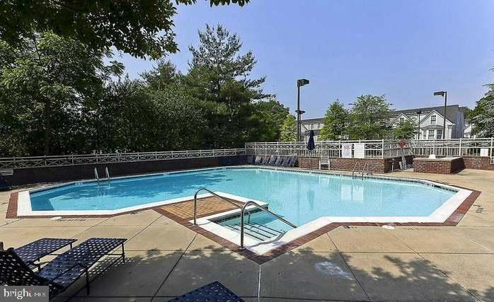 Outdoor Pool - 7500 WOODMONT AVE #S205, BETHESDA