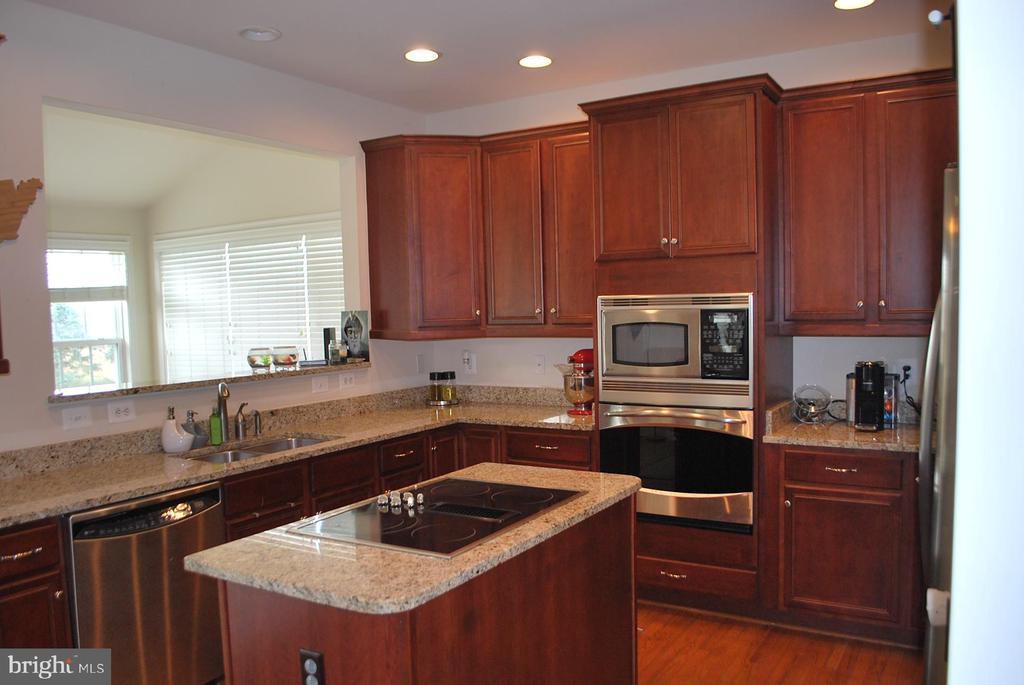 Beautiful kitchen with granite - 108 E. STATION TER., MARTINSBURG