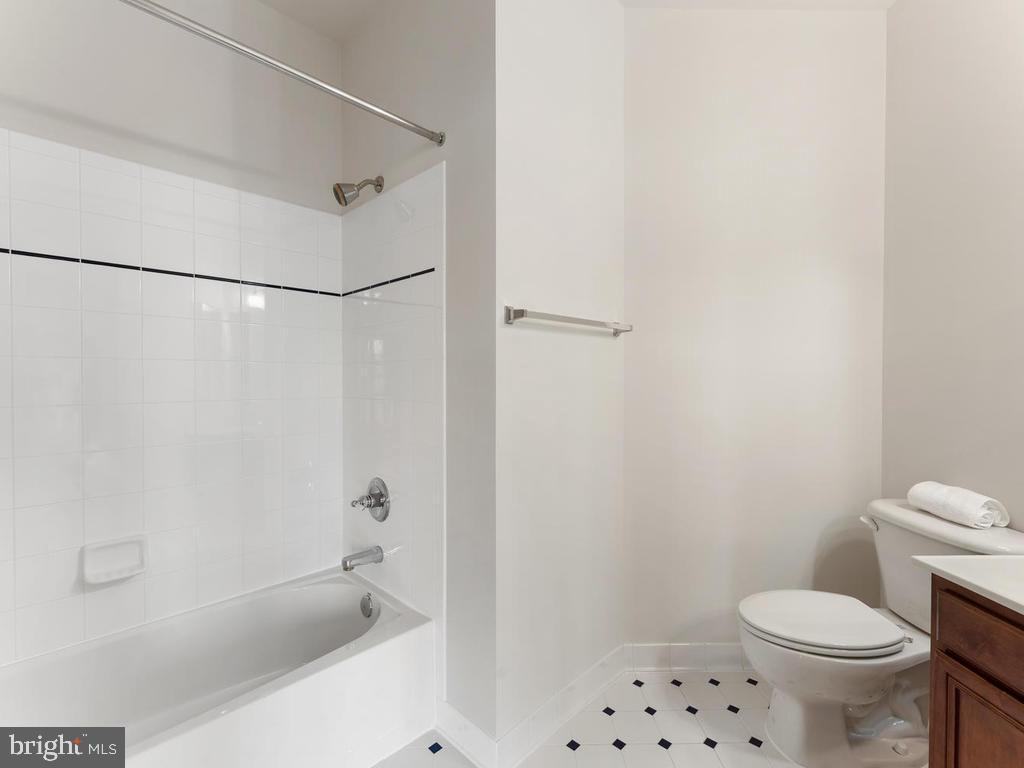 Full Tub/Shower in Ensuite bath 2 - 21826 ENGLESIDE PL, BROADLANDS