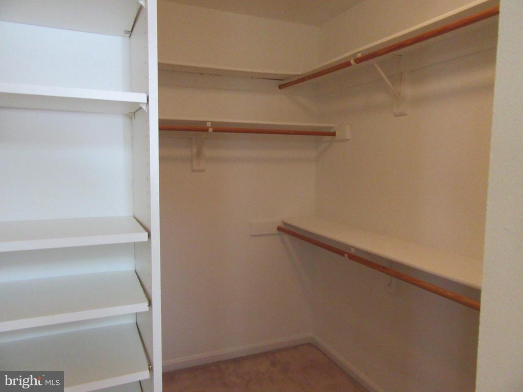 MBR closet - 9337 S WHITT DR, MANASSAS PARK