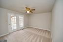 Master bedroom with access to rear deck - 25 WAGONROAD LN, FREDERICKSBURG