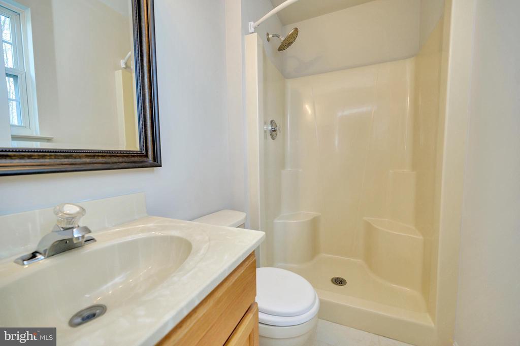 Master bath room - 25 WAGONROAD LN, FREDERICKSBURG