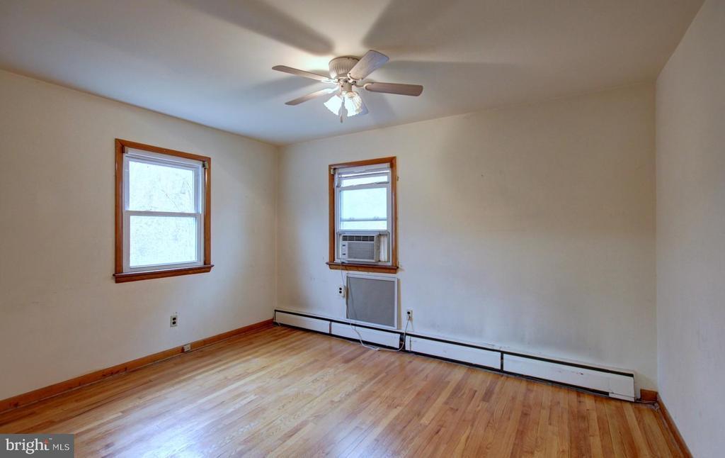Main Floor Bedroom - 6504 BALTIMORE AVE, UNIVERSITY PARK