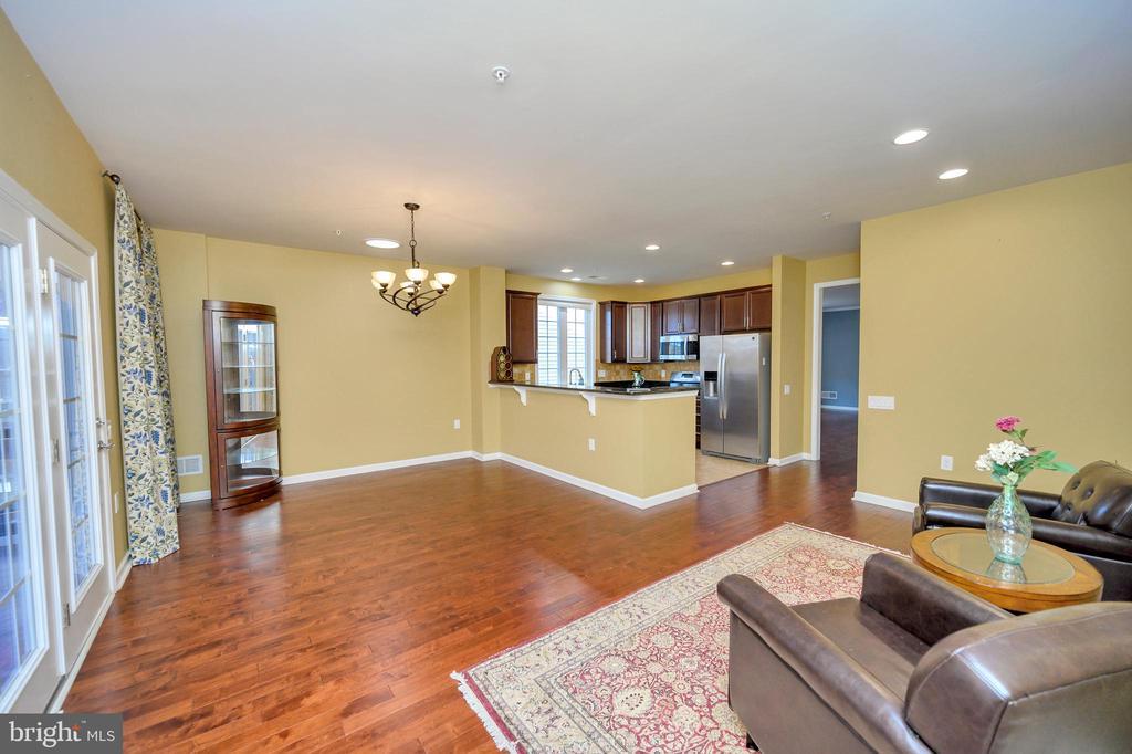 Kitchen flows into the Family Room. - 29 LUDINGTON LN, FREDERICKSBURG