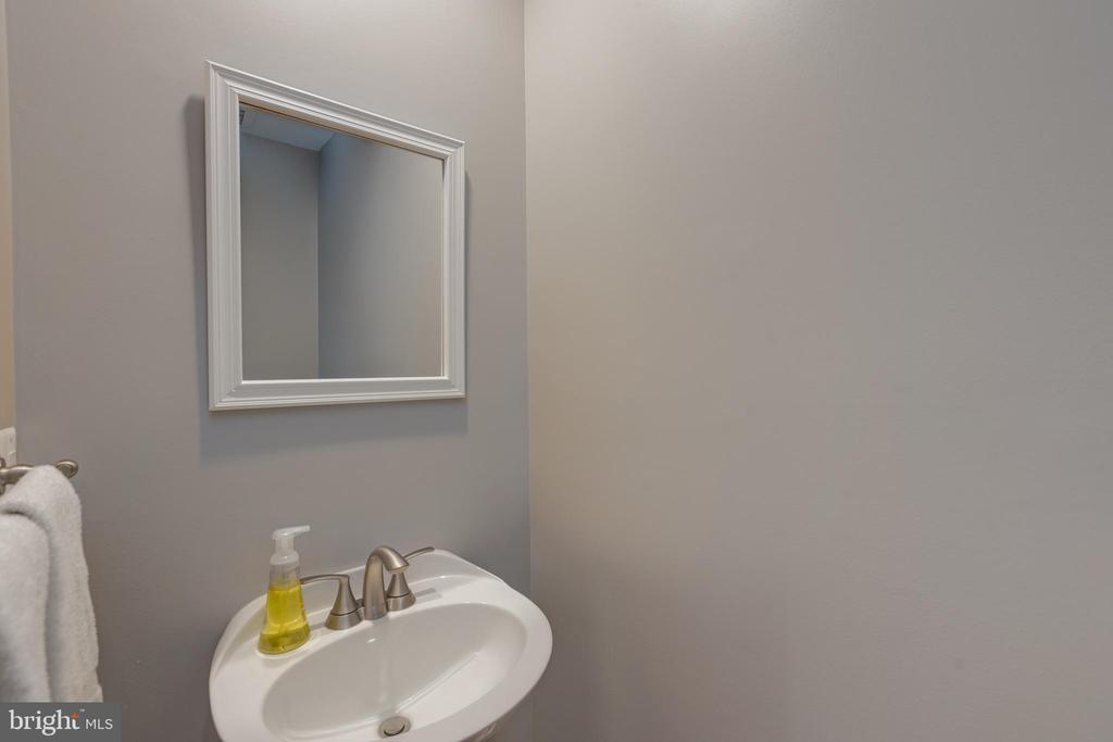 Half bathroom on main level - 11205 PAVILION CLUB CT, RESTON