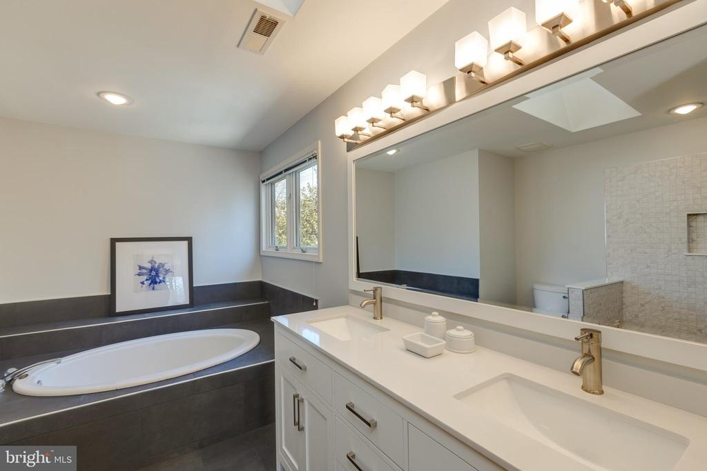 Remodeled master bathroom! - 11205 PAVILION CLUB CT, RESTON