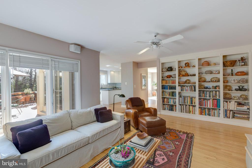 Floor to ceiling built in bookcase in family room - 11205 PAVILION CLUB CT, RESTON