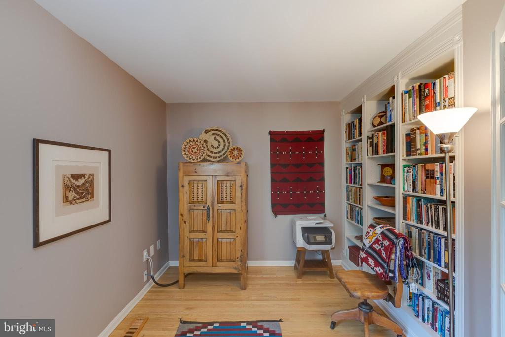 Den/study w/built in bookcase - 11205 PAVILION CLUB CT, RESTON