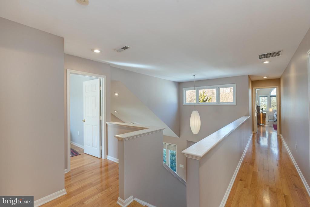 Newer hardwood floors upstairs - 11205 PAVILION CLUB CT, RESTON