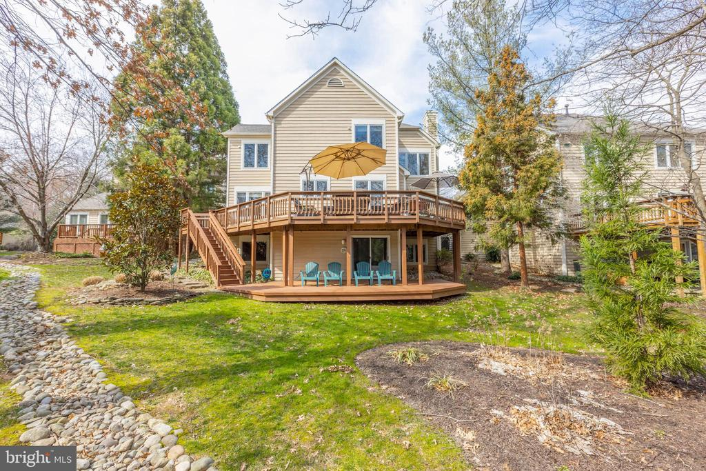 Well balanced design inside and out - 11205 PAVILION CLUB CT, RESTON